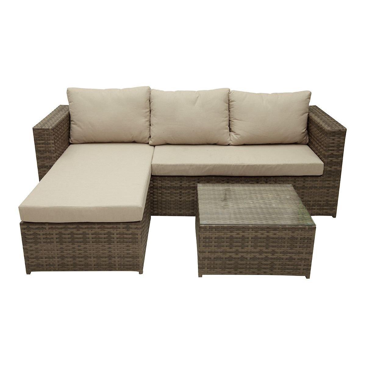 Set de jardín compuesto por sofá, mesa y taburete